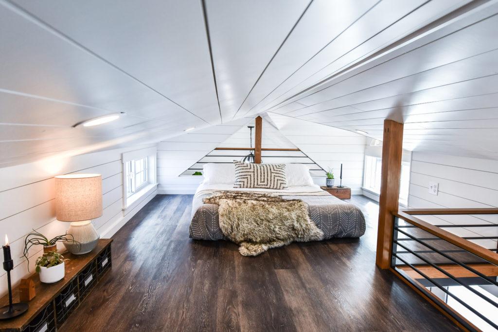 frameless minimalist bed